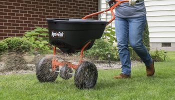 Drop Spreader vs. Broadcast Spreader – Which to Pick?