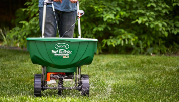 Best Drop Spreader To Buy in 2021 – Reviews and Buyer's Guide
