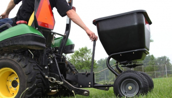 Best Broadcast Spreader of 2021 – Top-5 Models You Simply Cannot Miss