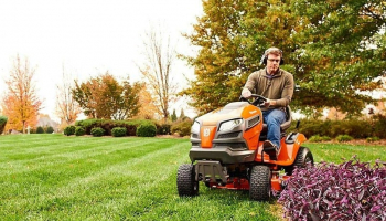 Best Riding Lawn Mower Under 2000: Top 5 Products in 2021