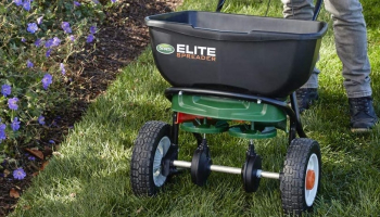 Best Lawn Spreader: Advanced Instruments and Helpful Tips