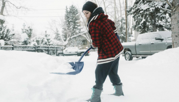 Best Snow Shovel in 2021: 9 Options Worth Your Purchase