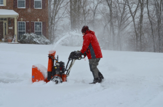Best 2 Stage Snow Blower under $1000 That Every Gardener Should Have in 2020