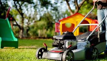 Best Commercial Lawn Mower in 2021: Make Your Life Easier